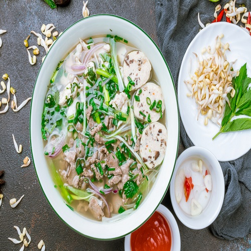Phở (Vietnamese Pho Noodles/Fideos Pho)